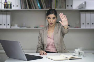 Манипулятор на работе: как выявить и противостоять
