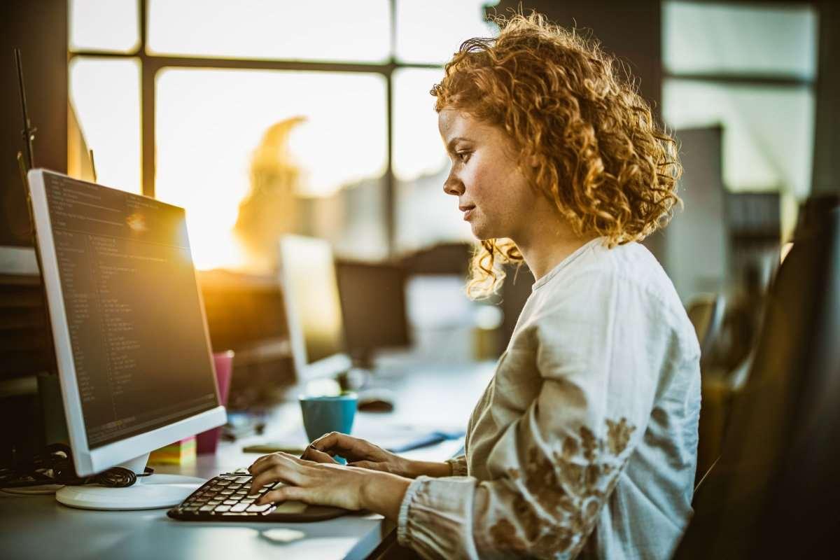 Может ли девушка работать в IT, и какое направление выбрать